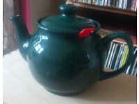 Larger ceramic teapot with filter (Chatsford, 4-cup)