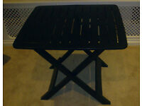 Foldable garden table