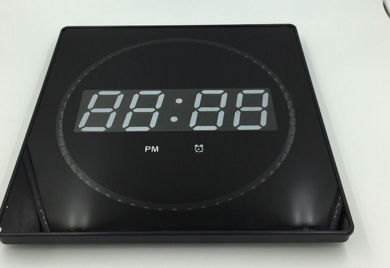 led digitale wanduhr mit datum temperaturanzeige ger uschlos in gr n 32x32x3cm eur 33 99. Black Bedroom Furniture Sets. Home Design Ideas