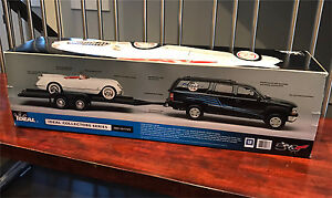 1/18 Chevy Suburban towing 1953 Corvette: IDEAL 2003 edition