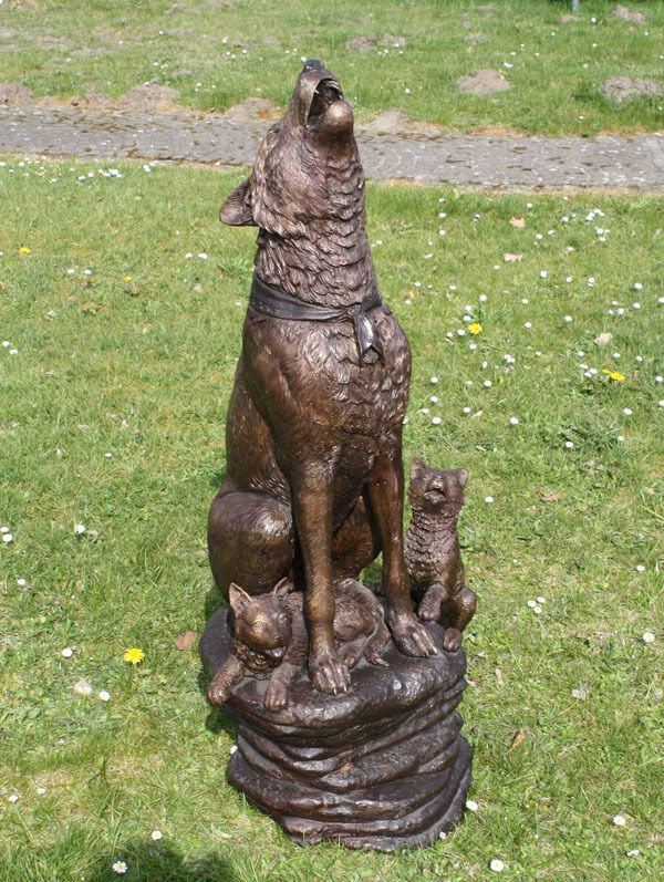 bronzeskulptur wolfhund mit jungtiere dekoration f r heim und garten eur picclick de. Black Bedroom Furniture Sets. Home Design Ideas