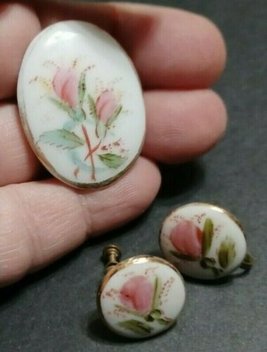Gold Tone Hand Painted Rose Bud Porcelain Oval Brooch Pendant Scarf Lapel Pin