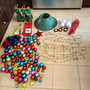 100+ Christmas tree ornaments and other decorations