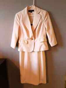 Two piece off-white dress suit size 6 like new London Ontario image 1