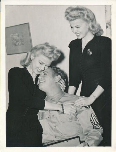 THE WILDE TWINS & Husband Original CANDID Vintage 1943 Hollywood Press Photo