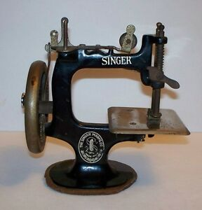 mini crank singer sewing machine