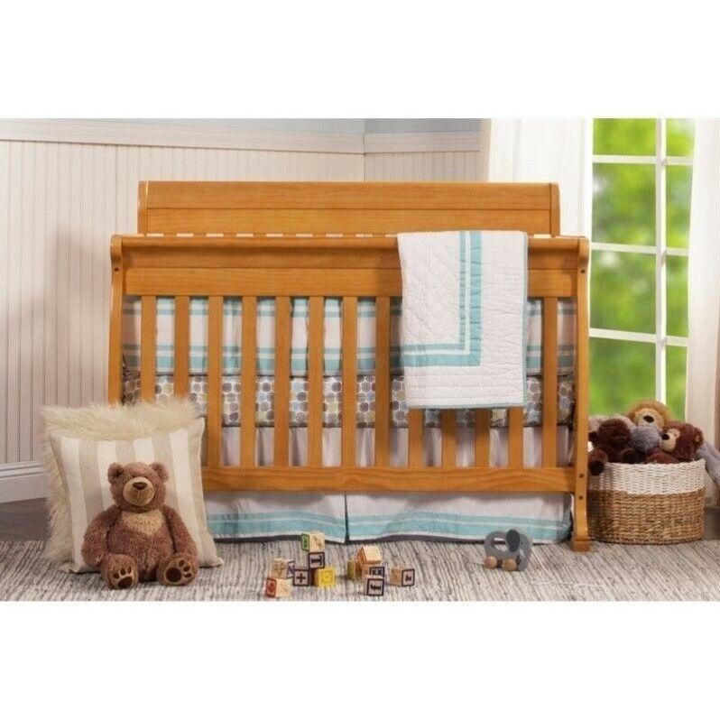 DaVinci Kalani 4-in-1 Wooden Convertible Crib in Honey Oak