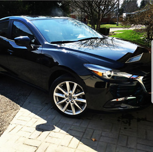 2017 MAZDA3 GT UPGRADED W/ PREMIUM PKG EXTREMELY LOW KMS!!!!