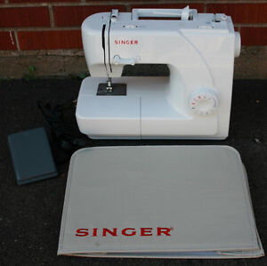 Singer Model 1507 Sewing Machine & Foot Pedal & Cover