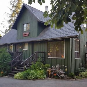 Alpine Village Resort Cedar Suite - 3 Bed in Shuswap / Mara Lake