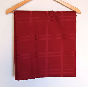 Nappe rectangulaire rouge