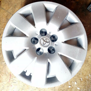"Genuine Toyota Corolla hubcap 15"" for 2003 - 2008"