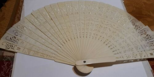 ANTIQUE BEAUTIFUL CHINESE HAND CARVED BOVINE BONE FAN + CASE