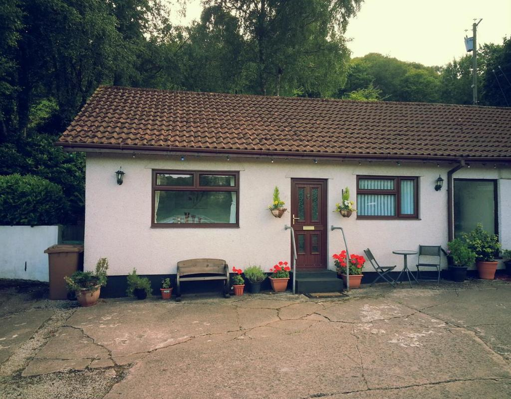 Double bedroom flat/annex to rent (bills included)