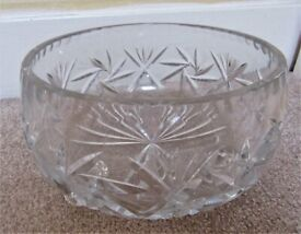 HEAVY GLASS FRUIT BOWL WITH FEET
