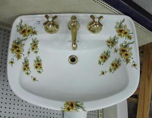 Floral pedestal sink @ HFHN ReStore in Cobourg