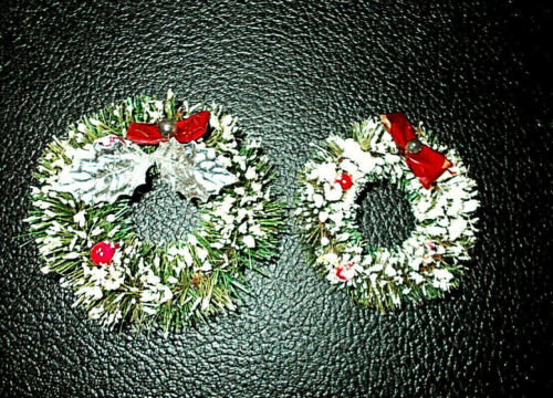 """2~VTG GREEN FLOCKED BOTTLE BRUSH CHRISTMAS WREATHS W/BERRIES & BOWS~2 1/2"""" + 3"""""""