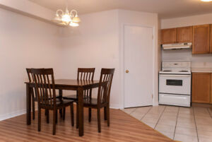 Updated, spacious 2 bdrm w/ laminate flooring+5 appliances! SEPT