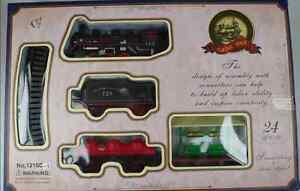 TOY TRAIN 24 PCS ENGINE SET TRACK STATION & TREES SMALL BOYS CHRISTMAS GIFT