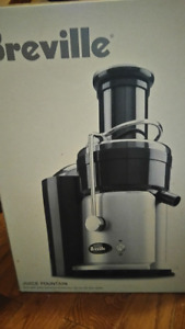 Breville JE900 Juice fountain NEW/fontaine jus Breville 900 NEUF