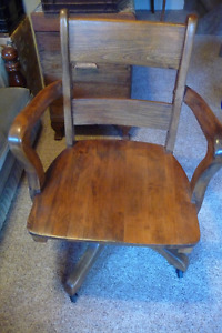 ANTIQUE SOLID OAK OFFICE CHAIR