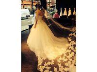 Vera Wang Laura Wedding Gown (Ivory) size 8 UK, Vera Wang Leda Lace Single Tier Veil