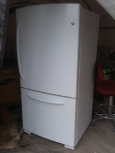 23 cu.ft. Fridge/freezer combo