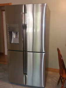 31.8 c.f.Samsung French 4 door refrigerator with triple cooling