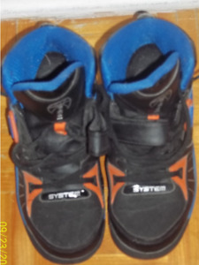 Running shoes boys size 4