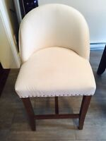 Excellent condition - counter height chairs & table