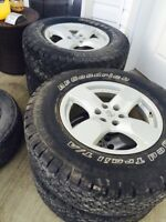 """Nissan Rims and Tires 17"""" 350$"""