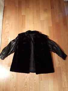Manteau de castor noir et cuir