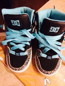 Youth DC high top shoes - size 11