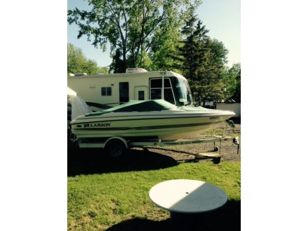 Used 2003 Larson open deck