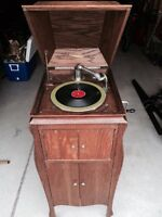 THE SOVEREIGN PHONOGRAPH 1/4 Sawn Oak Cabinet