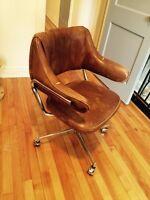 Chaise de bureau vintage en cuir brun - confort et style