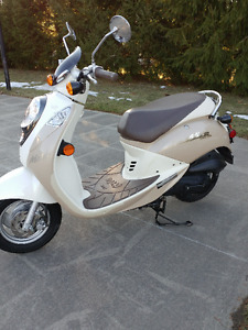 SYM scooter 50cc 498km two tone FUN and cheap on insurance