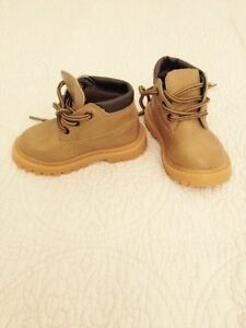 Child's work boot size 2