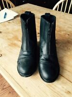 Horseback riding short boots with heel - size 9
