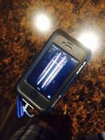 Iphone 4 in otterbox armour case 8 gb