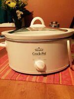Slow cooker - white 3 qt