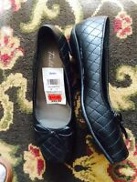 Brand new Sears tradition women's shoes size 5