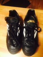 Soccer shoes/cleats size ladies 6.5  or men's 4.5