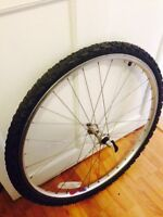 "26"" bike tire / roue de bicyclette"