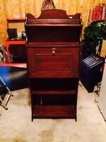 Antique roll top hutch