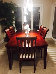 Dinning table and 6 chairs London Ontario image 1