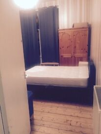 Room to let in g41 3aa