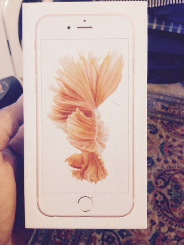 Iphone 6s rose gold 16 gig unlock to any networkin Worcester Park, LondonGumtree - Iphone 6s rose gold 16 gig good condition unlocked to any network. Its come with original box charger headphone and data cable