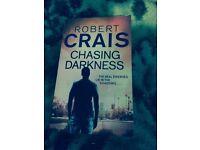 Robert Crais- Chasing darkness