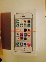 BRAND NEW IPHONE 5S GOLD